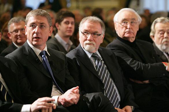 Hollik: A baloldal nem hagy fel az oltásellenes kampánnyal