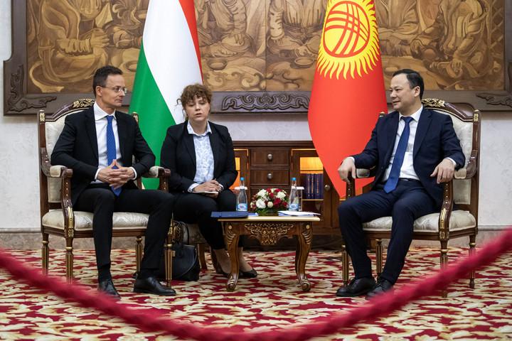 Ötmilliárd forintos magyar-kirgiz fejlesztési alapot hoznak létre
