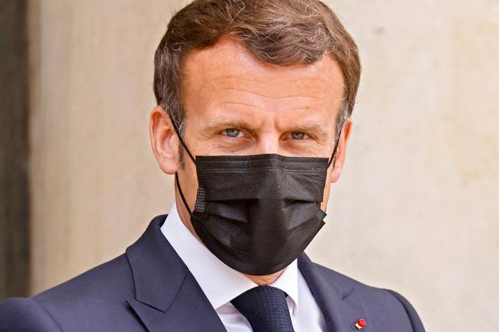 Pofont kapott Macron egy dühös polgártól