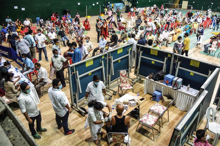 Elszabadult a járvány Indiában,  negatív világrekord dőlt meg
