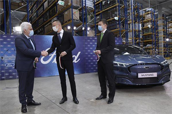 Az autóipari vállalatok egyre több fejlesztési funkciót telepítenek Magyarországra