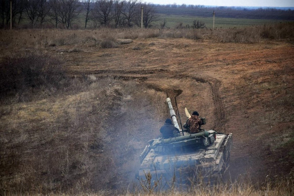 Az orosz hadsereg számos vadászbombázót telepített az ukrán határ közelébe