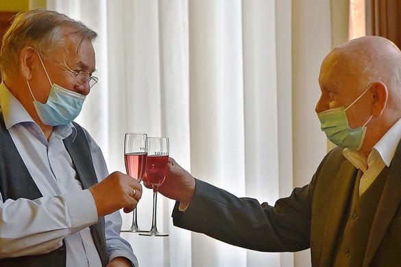 Lezsák Sándor felköszöntötte Bíró Zoltánt, a Lakitelek Népfőiskola Alapítvány kurátorát 80. születésnapja alkalmából