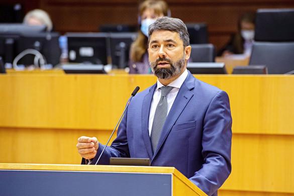 Hidvéghi: Az Európai Parlament megint politikai ítélőszéket játszik