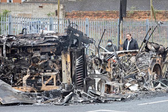 Súlyos zavargások törtek ki több északír városban