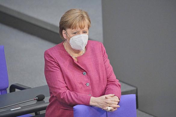 Merkel: Nem szabad kioktatni Kelet-Európát