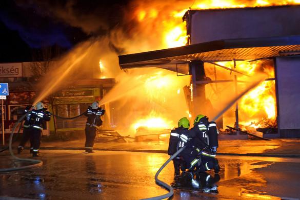 Hatalmas tűz volt egy szentendrei áruházban
