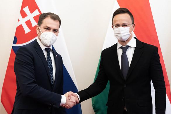 Magyarország segít Szlovákiának az orosz oltóanyag bevizsgálásában
