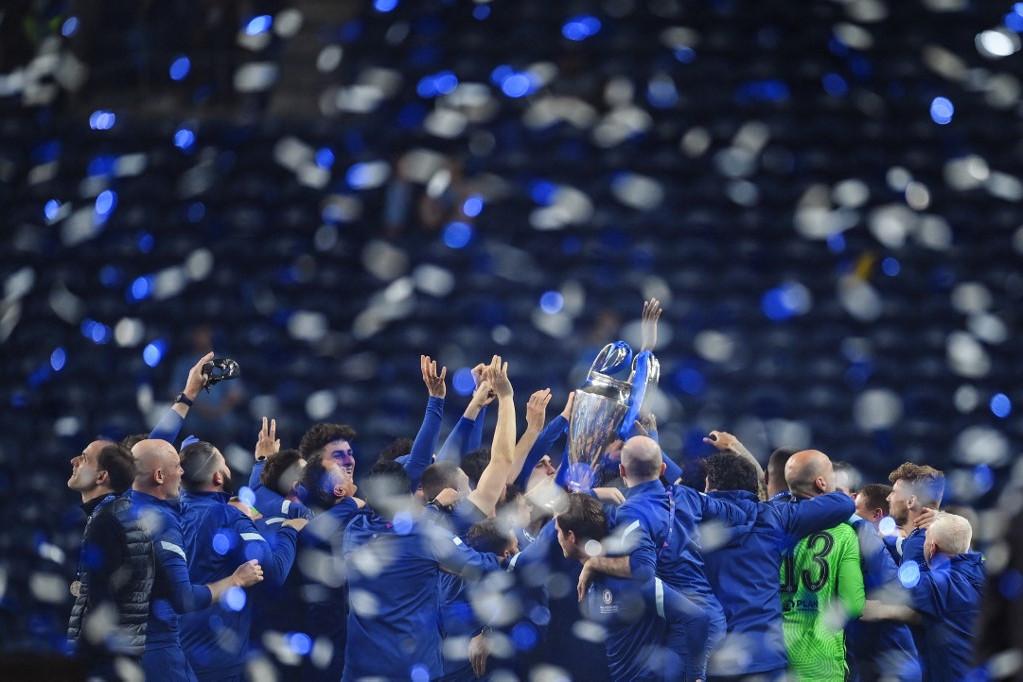 Így ünnepelt a pályán a londoni csapat
