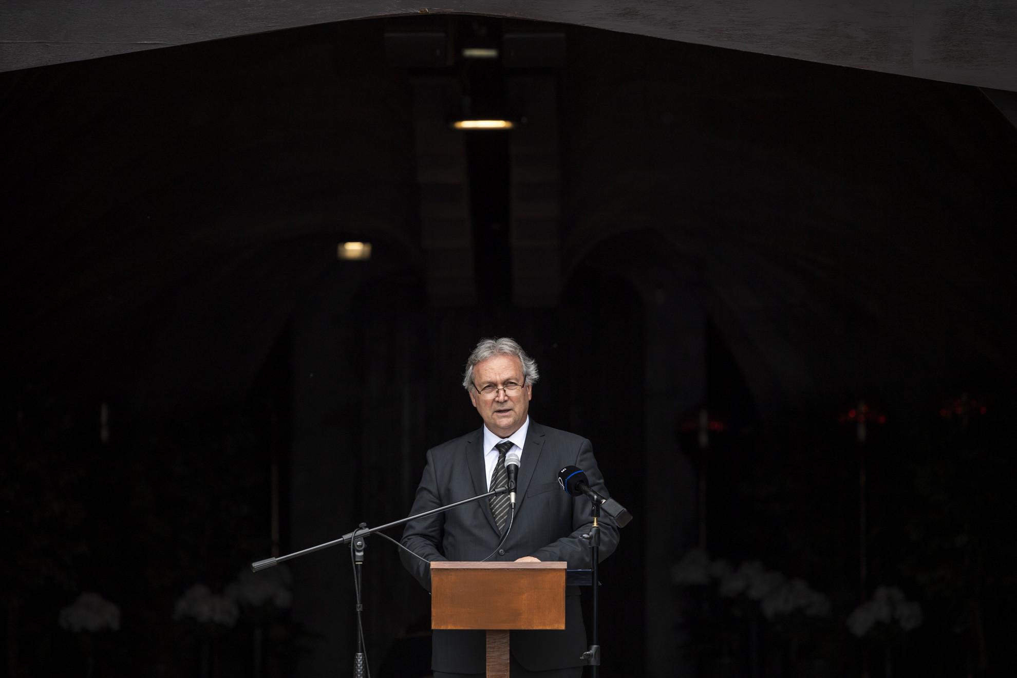 Freund Tamás, a Magyar Tudományos Akadémia elnöke beszédet mond Hámori József búcsúztatásán a Farkasréti temető Makovecz-ravatalozójában 2021. május 31-én