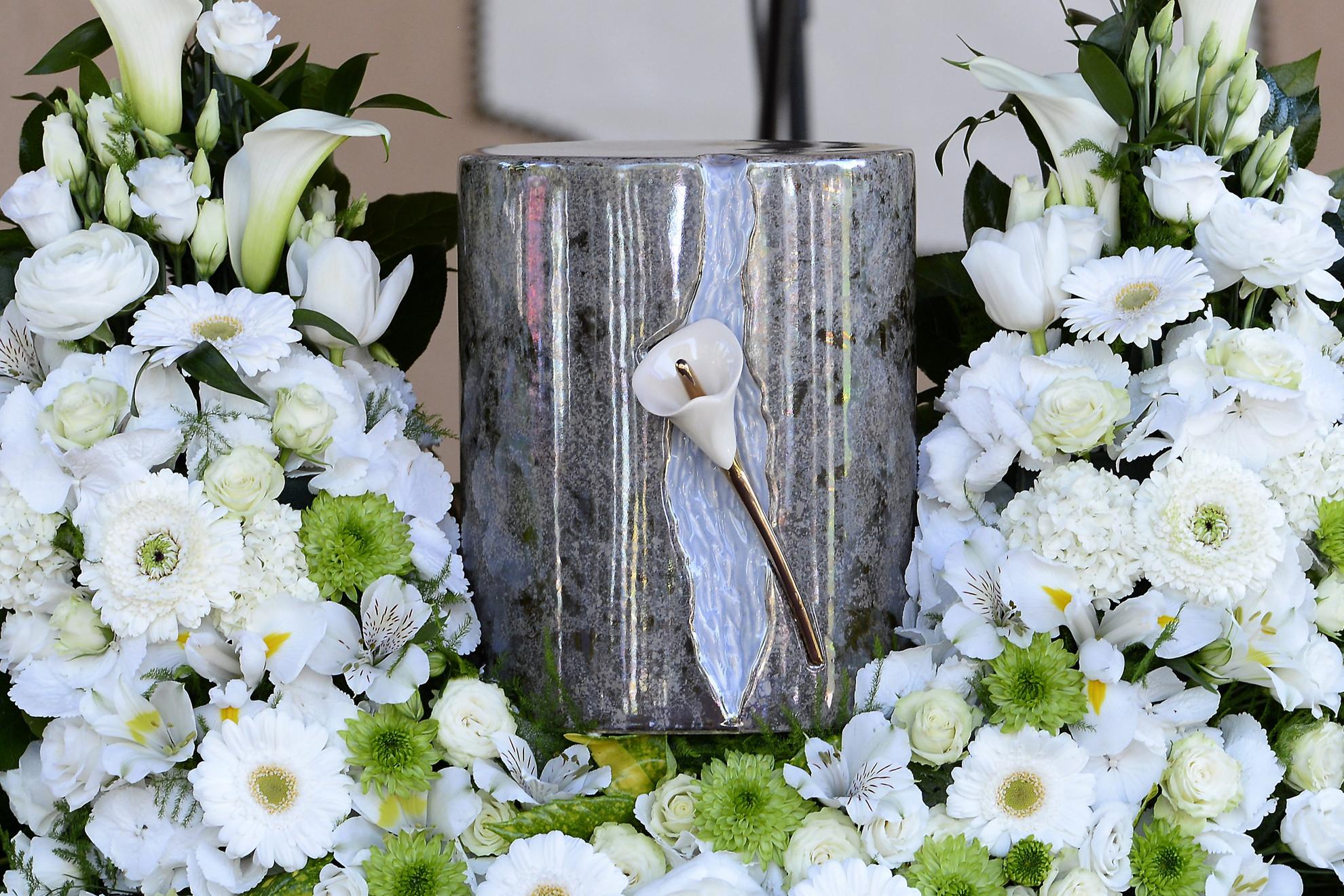 Igaly Diána olimpiai, világ- és Európa-bajnok koronglövő, a Magyar Sportlövő Szövetség alelnökének ravatala búcsúztatásán a törökbálinti temetőben