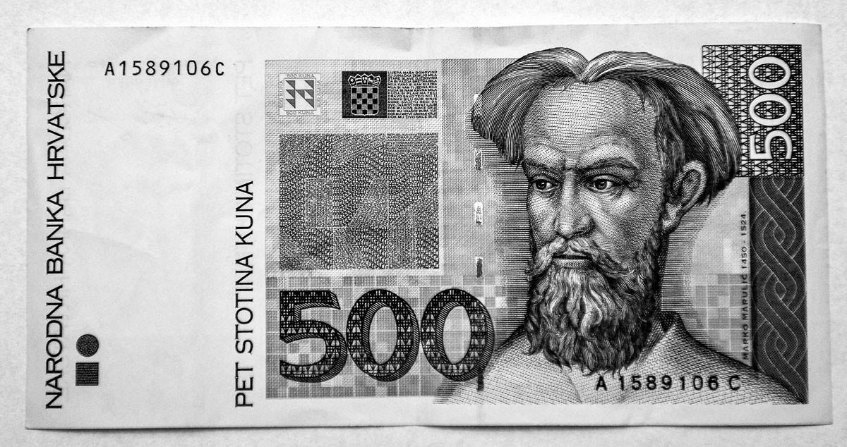 """Marko Marulic arcképe az 500 kunás bankjegyen. Az 1450. augusztus 18-án Splitben született horvát költő kortárs életírója szerint egész életében """"szent könyvek mellett"""" s """"a múzsákkal együvé zártan"""" élt"""