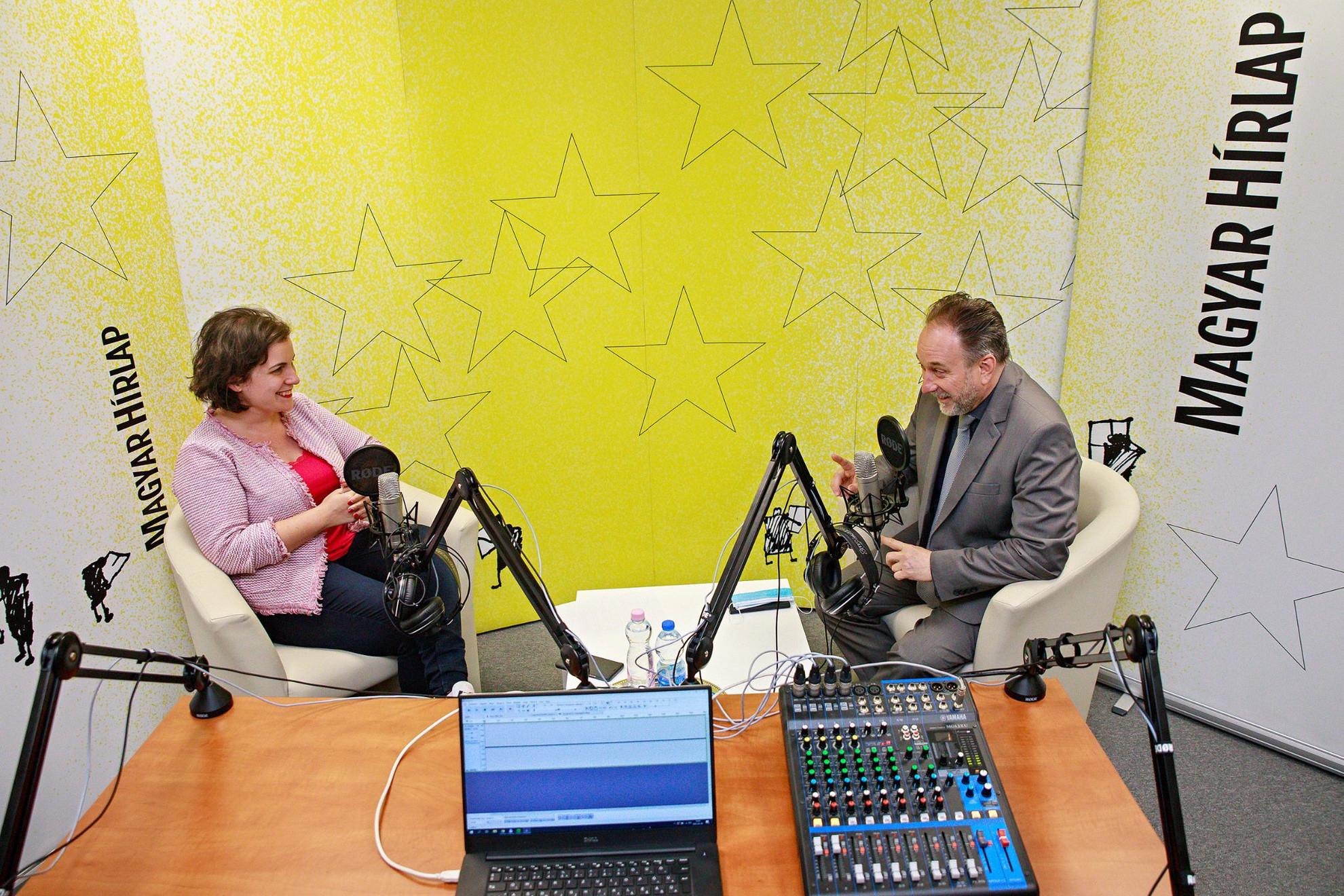 Lapunk főmunkatársa, Őry Mariann és Fekete Péter kultúráért felelős államtitkár a Faktum műsorának felvételén