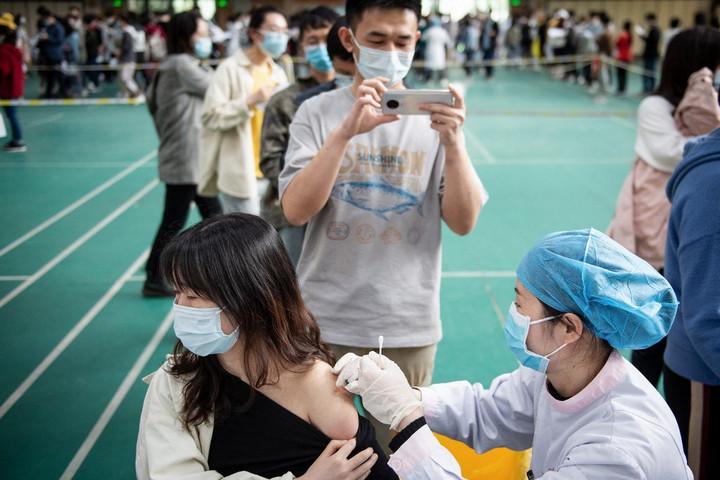 Több mint 270 millió adag vakcinát adtak már be Kínában