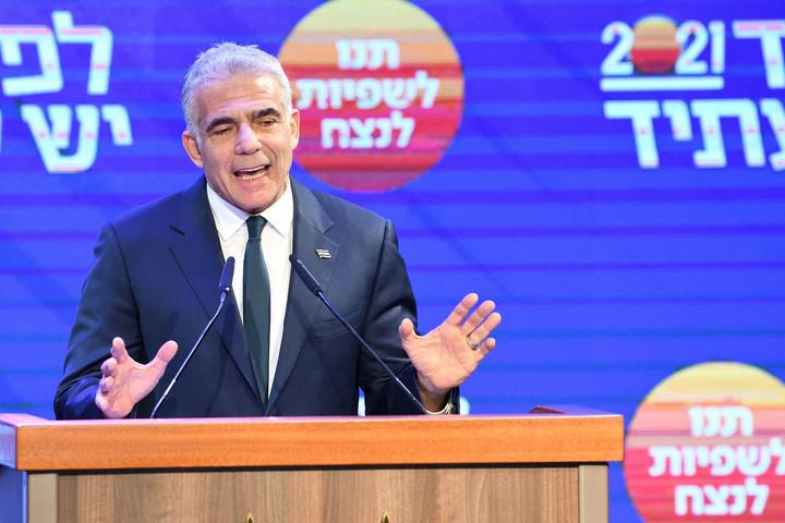 A centrista Van Jövő pártot vezető Jaír Lapidot kérte fel kormányalakításra Reuven Rivlin izraeli államfő