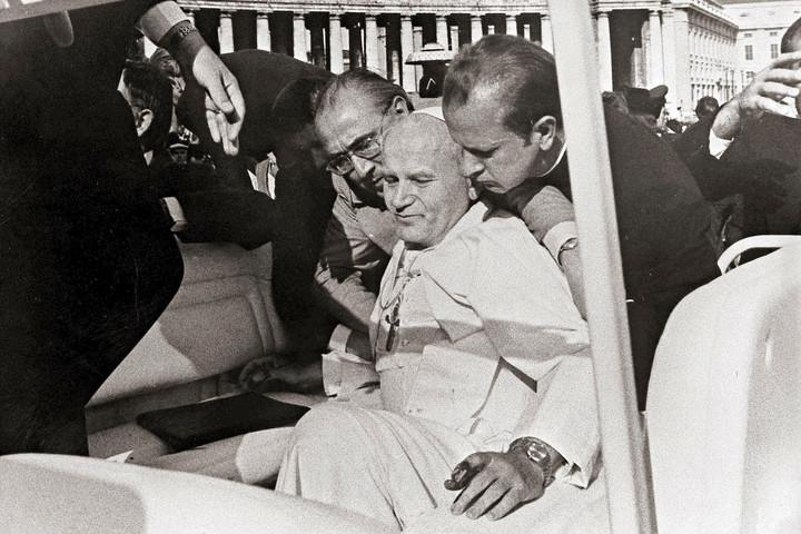 Merénylet a pápa ellen – négy lövés egy szentre