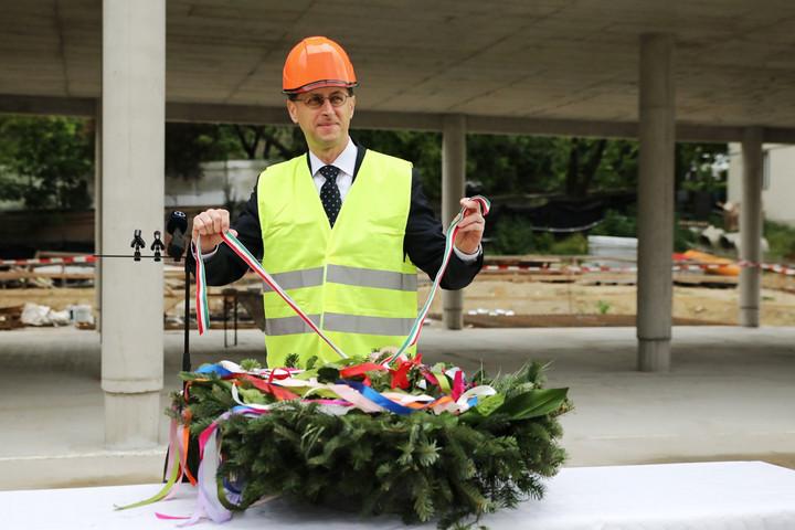 Új épületszárnnyal bővül a budai Szent Angéla Ferences Általános Iskola és Gimnázium