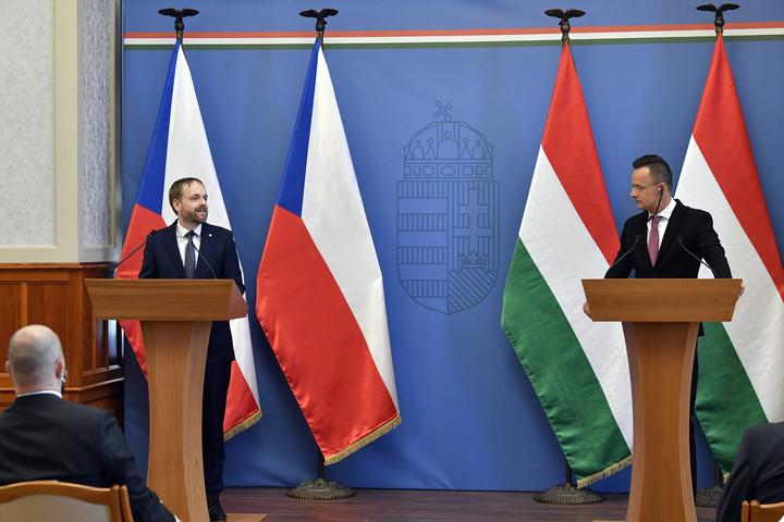 Hétvégétől már szabadon utazhatnak az oltott magyarok Csehországba