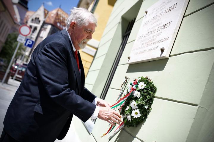 Koszorút helyezett el Apponyi Albert emléktábláján Kásler Miklós