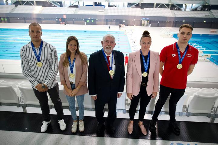A budapesti Eb-n aranyérmes magyar úszókkal találkozott Kásler Miklós