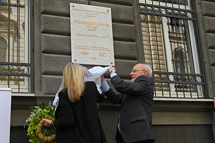 Emléktáblát avattak Pilinszky János tiszteletére