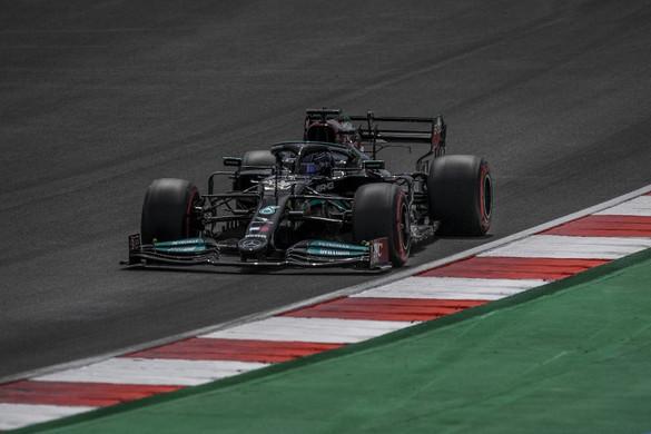 Bottasé a pole pozíció, Hamilton második