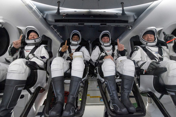 Fedélzetén négy űrhajóssal megérkezett a Földre a SpaceX űrhajója