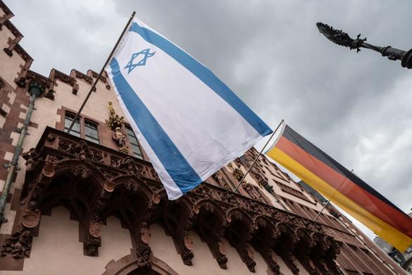 Izraeli zászlót égettek zsinagógák előtt Németországban