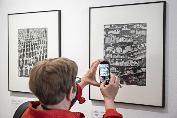 Paul Almásy képei a Magyar Fotográfusok Házának kiállításán