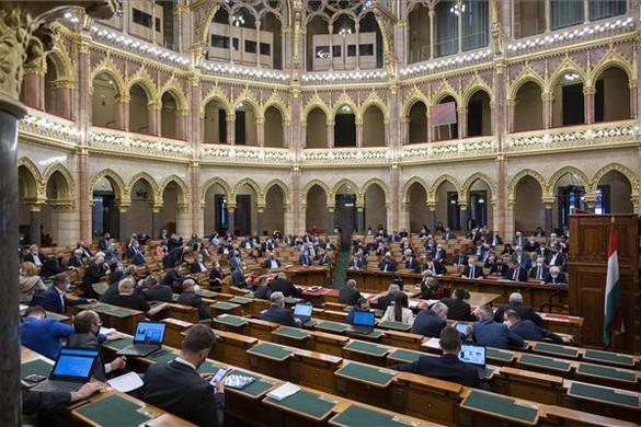 A parlament elfogadta a pedofilellenes törvényt