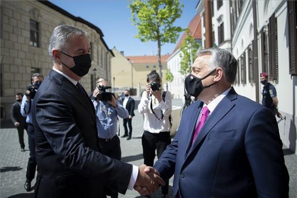 Orbán Viktor: Az oltásokkal lehet legyőzni a vírust