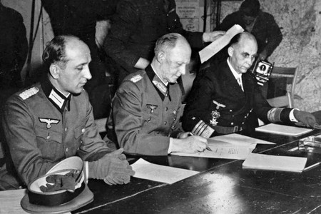 Végjáték és újrakezdés a második világháború utolsó napjaiban