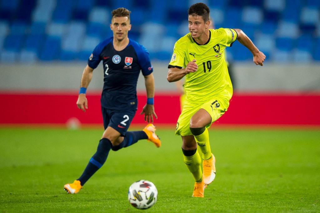 Adam Hlozek (jobbra) a cseh futball legnagyobb ígéreteinek egyike