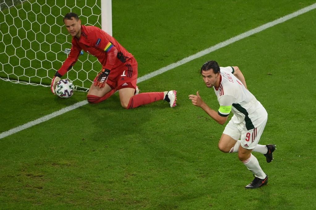 Szalai fejese a hálóban, Neuer szomorú