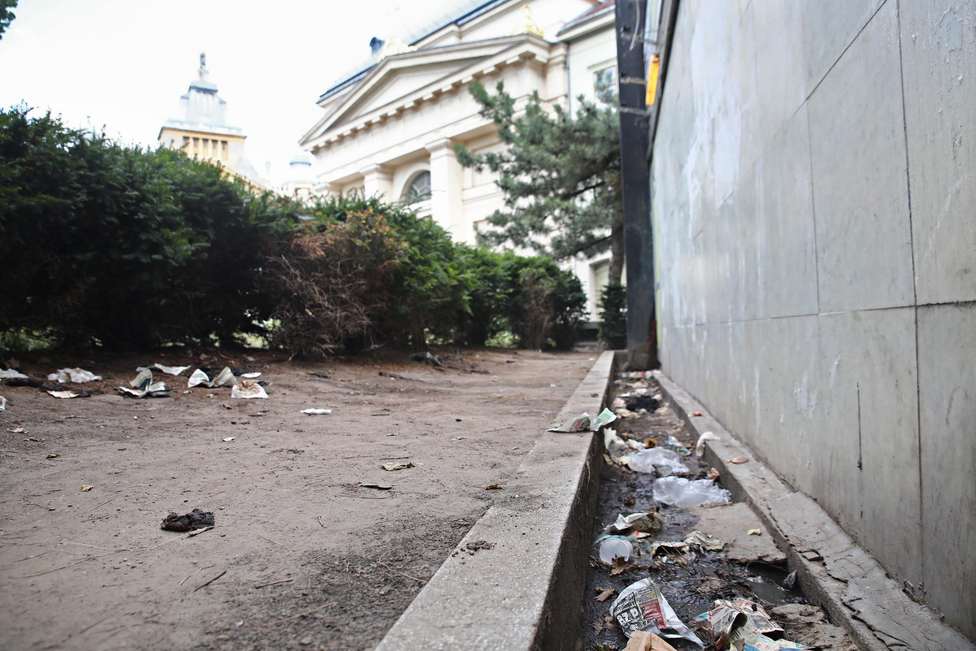 Budapest igénytelen főpolgármesterének nem szívügye a köztisztaság, a saját munkahelyétől kőhajításnyira sem érdekli a mocsok