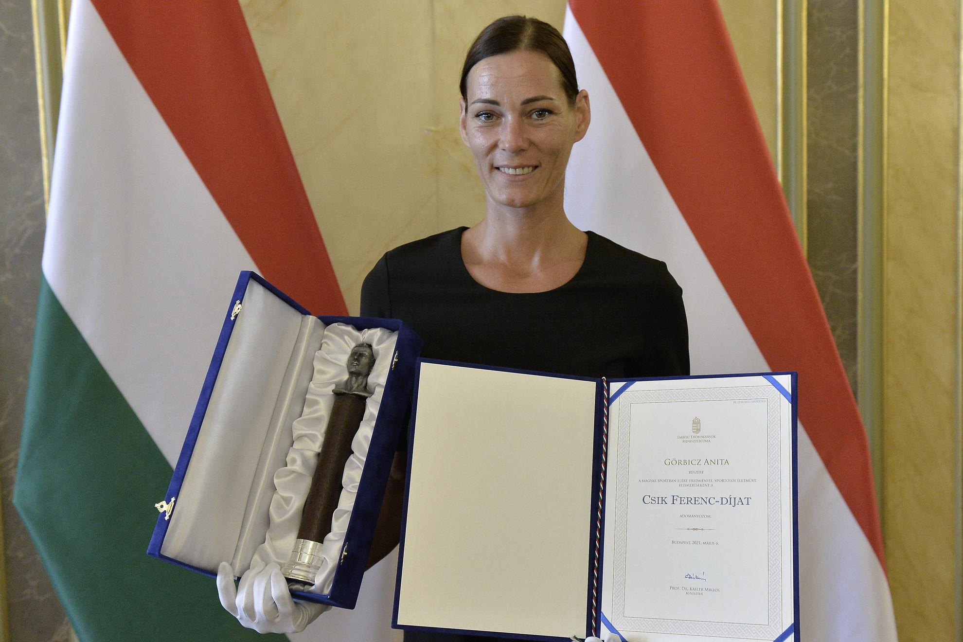 A Csík Ferenc-díjjal elismert Görbicz Anita 233-szoros válogatott, visszavonult kézilabdázó
