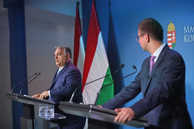 Orbán Viktor és Gulyás Gergely a kormányinfón 2021. június 10-én