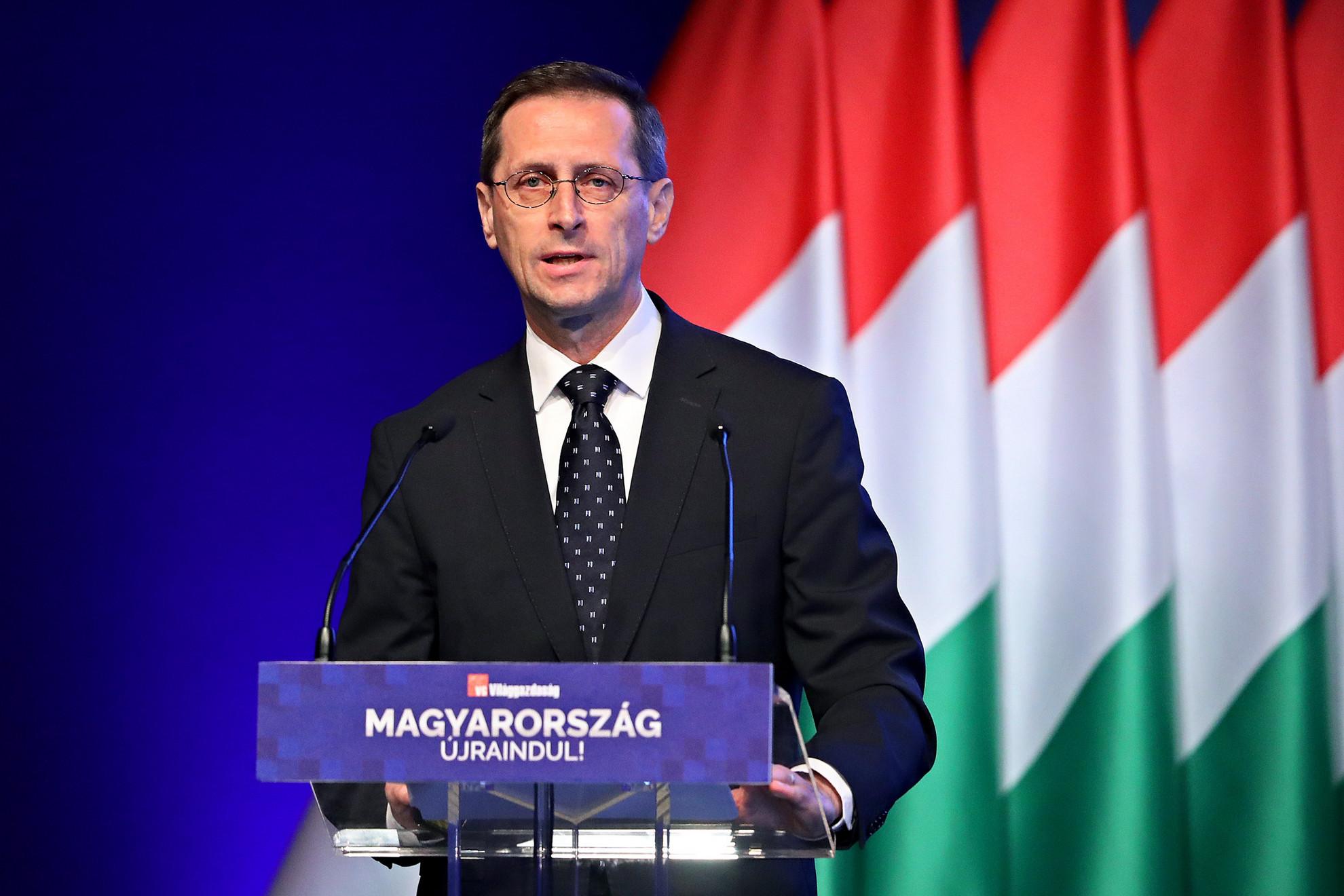 Varga Mihály pénzügyminiszter beszédet mond a Világgazdaság üzleti napilap Magyarország újraindításáról szervezett konferenciáján a Budapest Kongresszusi Központ 2021. június 9-én