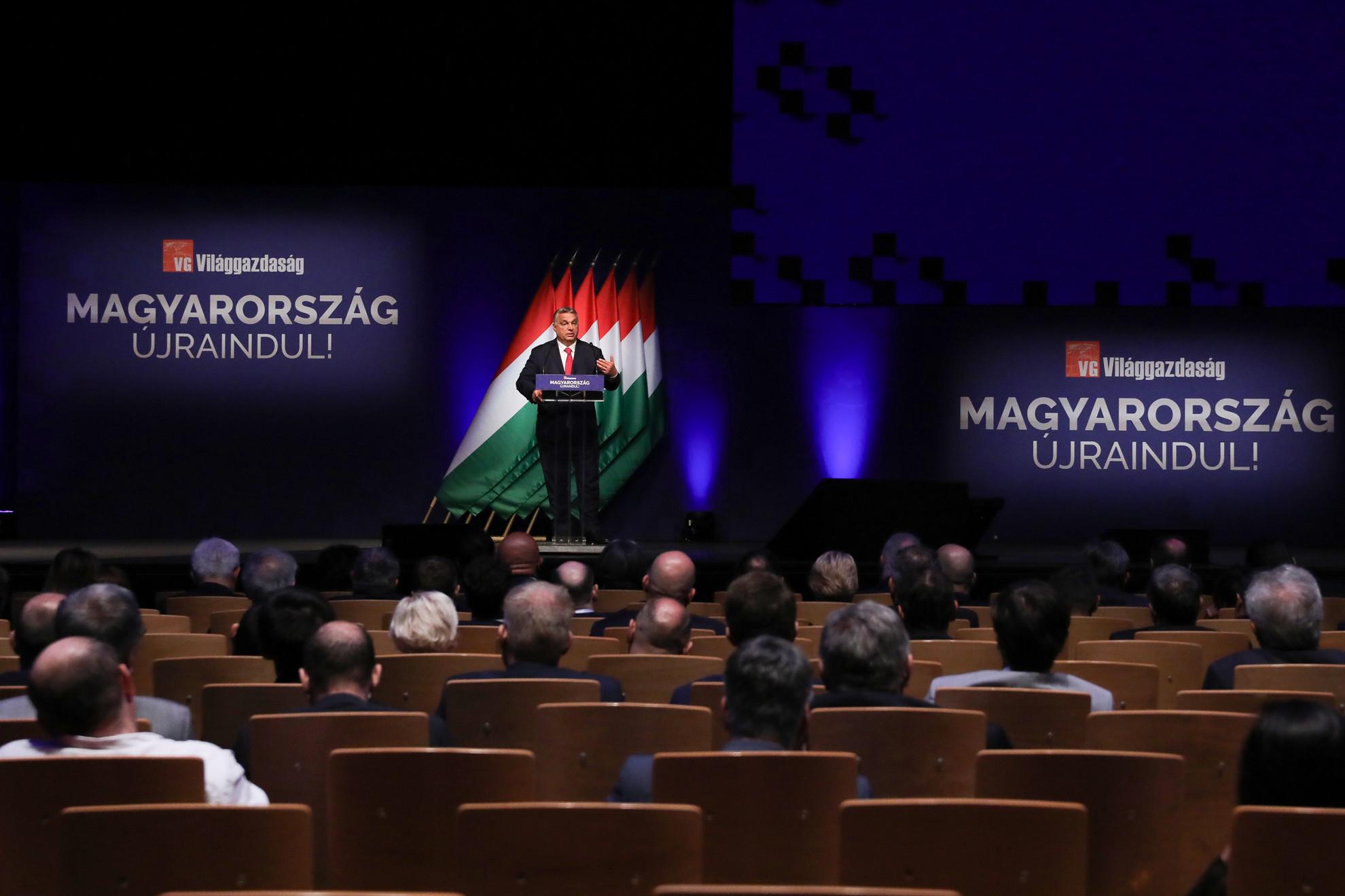 Orbán Viktor miniszterelnök beszédet mond a Világgazdaság üzleti napilap Magyarország újraindításáról szervezett konferenciáján a Budapest Kongresszusi Központ 2021. június 9-én