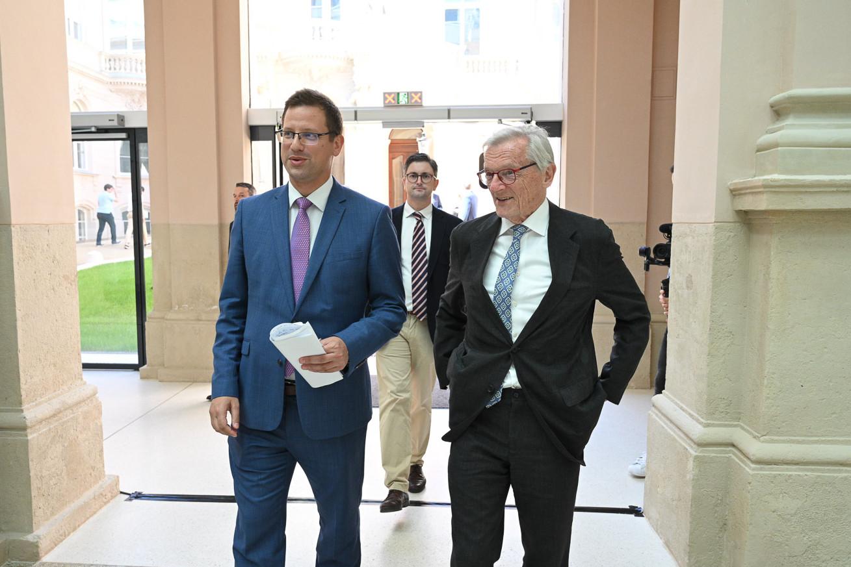 Gulyás Gergely, a Miniszterelnökséget vezető miniszter és Wolfgang Schüssel érkezik Helmut Kohl halálának negyedik évfordulóján Budapesten, a Károlyi-Csekonics Palotába