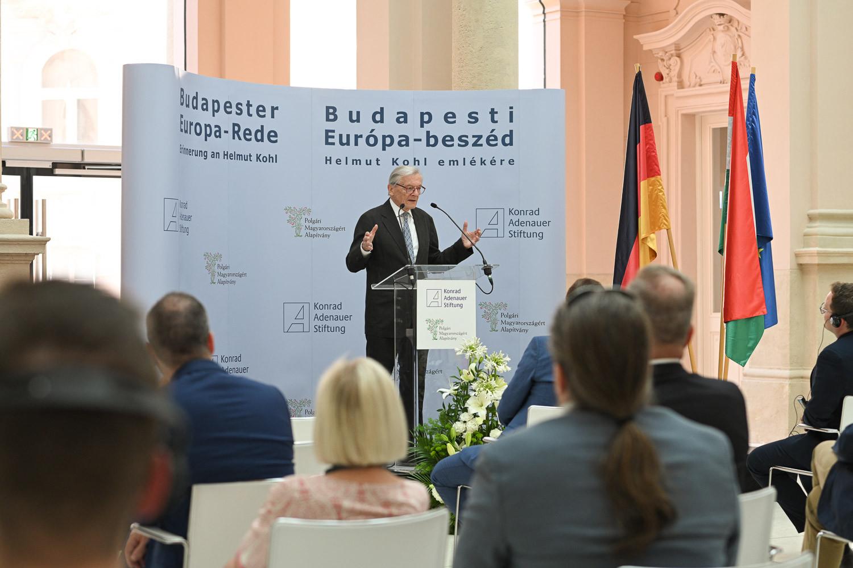 Wolfgang Schüssel beszédet mond Helmut Kohl halálának negyedik évfordulóján Budapesten, a Károlyi-Csekonics Palotában