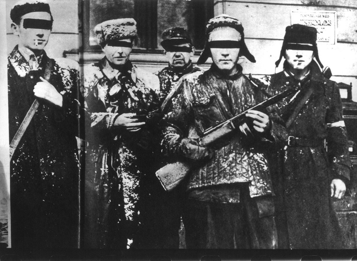 Az egyik külföldön megjelent lapban letakarták a forradalmárok szemét, nehogy felismerjék őket