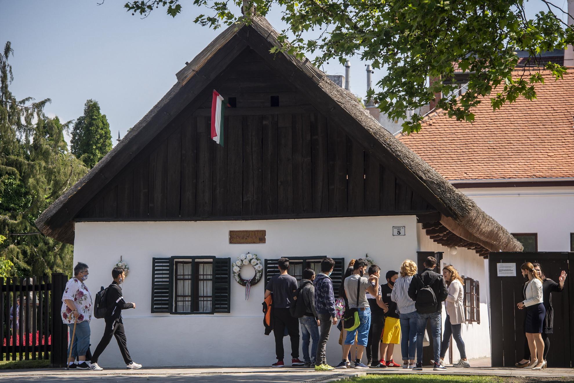 Petőfi Sándor szülőháza Kiskőrösön a Petőfi Sándor-emlékévről tartott sajtótájékoztató napján