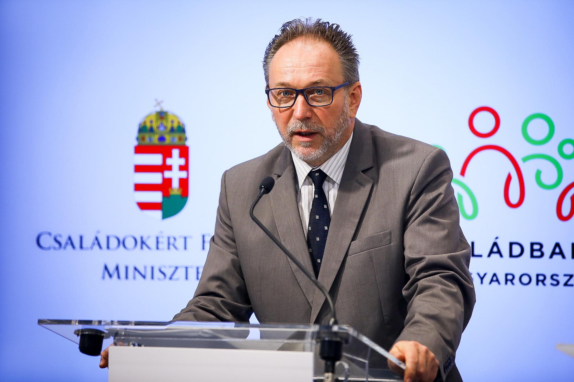 Fekete Péter, az Emberi Erőforrások Minisztériumának (Emmi) kultúráért felelős államtitkára
