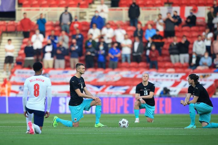 Nem térdel le a magyar válogatott az Eb-meccsek előtt
