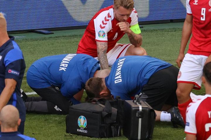 Az Eriksent megmentő orvosi csapat és Kjaer kapja az UEFA elnöki különdíját