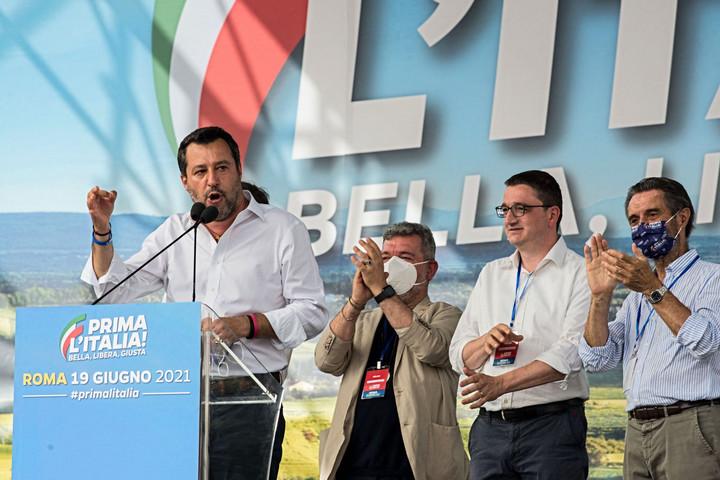 Első Olaszország jelszóval tüntetett Salvini