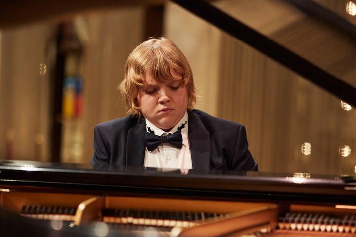 Exkluzív koncert Balázs-Piri Somával