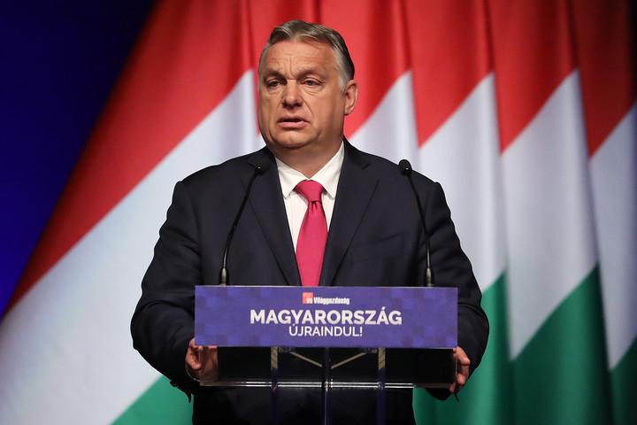 Orbán Viktor: 550-580 milliárdot kaphatnak vissza a szülők