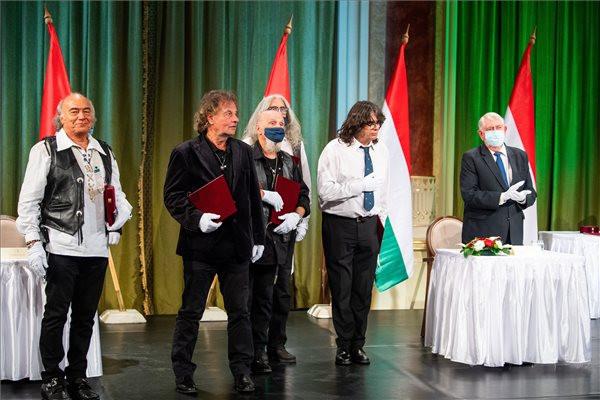 Átadták az állami művészeti díjakat a Pesti Vigadóban